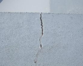 屋上および屋根のひび割れ